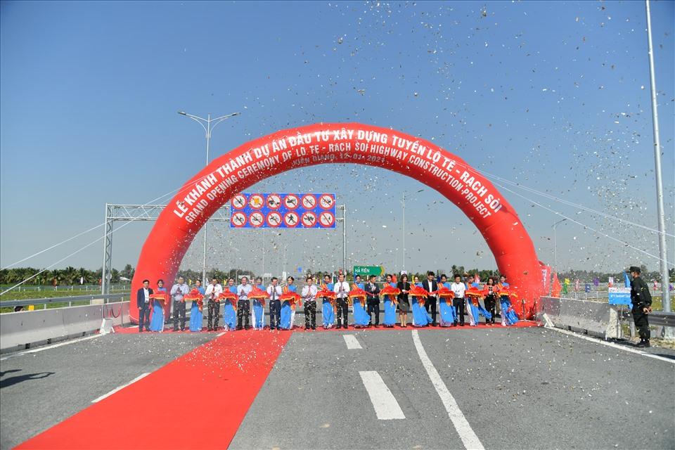 Tuyến Lộ tẻ - Rạch Sỏi rút ngắn thời gian di chuyển từ Cần Thơ về Kiên Giang chỉ còn 50 phút, thay vì 90 phút theo Quốc lộ 80. Ảnh: PV.