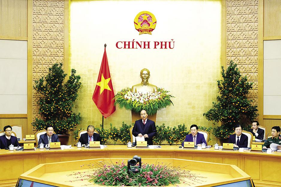 Thủ tướng Nguyễn Xuân Phúc chủ trì một phiên họp thường kỳ Chính phủ. Ảnh: VGP