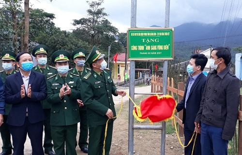 Ban giao công trình Ánh sáng vùng biên tại xã Lâm Thủy