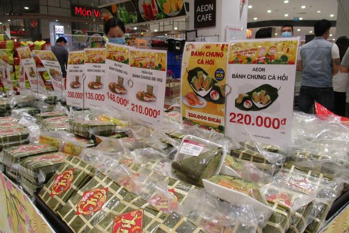 Bánh chưng gói sẵn được bán tại siêu thị.