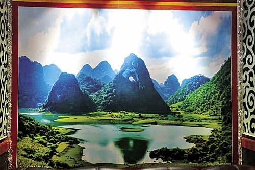 Bức tranh Thiên nhãn sơn hoành tráng ở phòng lễ tân KS Cao Bằng.