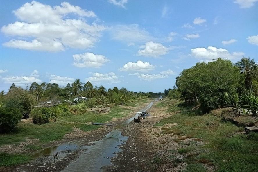 Vùng ngọt hóa tại Cà Mau thường xuyên thiếu nước vào mùa khô gây khó khăn cho sản xuất, sinh hoạt của người dân. Ảnh: Nhật Hồ.