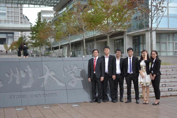 Những kiến thức và kinh nghiệm trong thời gian học tập, nghiên cứu bên Nhật Bản đã được anh Hưng (thứ ba từ phải vào) áp dụng một cách hiệu quả khi quay trở về Việt Nam. Ảnh: Nhân vật cung cấp.