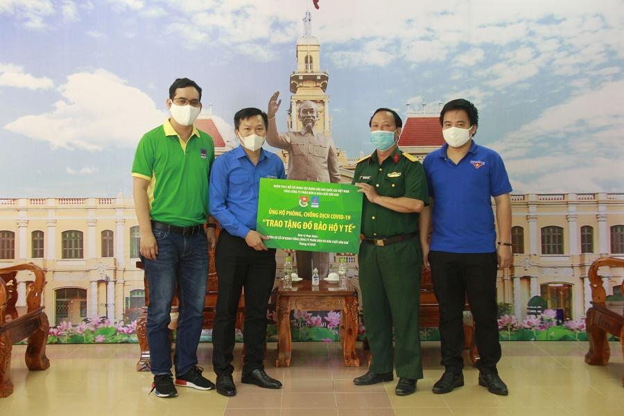 PVFCCo trao tặng vật tư y tế cho khu cách ly - Bệnh viện dã chiến Củ chi năm 2020