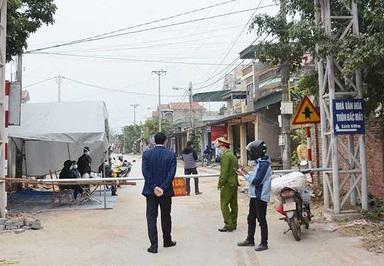 Chốt kiểm soát phong tỏa khu dân cư thôn Bác Mã, xã Bình Dương, thị xã Đông Triều - Ảnh: THANH TÙNG