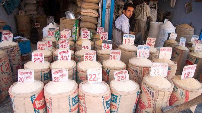 Quầy gạo ở một ngôi chợ đầu mối Ấn Độ. Ảnh: The Hindu Times.
