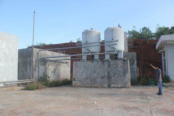 Trạm cấp nước khu tái định cư B, TX.Gia Nghĩa, bị bỏ hoang từ khi xây dựng xong năm 2015 (Ảnh: Trung Chuyên/ Báo Thanh niên)