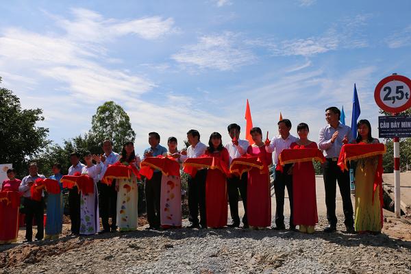 Lễ khánh thành cây cầu đầu tiên của chương trình- cầu Rạch Gốc