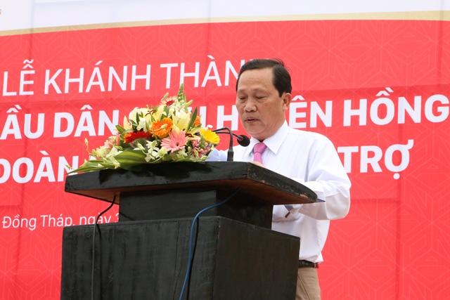 Ông Nguyễn Văn Khơi - Chủ tịch UBND huyện Hồng Ngự (Đồng Tháp) phát biểu tại buổi lễ. Ảnh: Thùy Dung