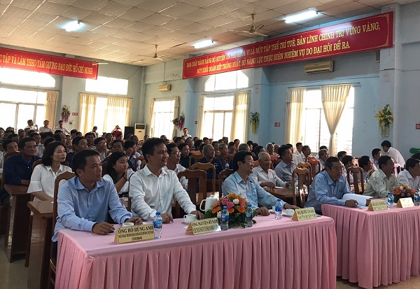 Chính quyền và nhân dân địa phương tham dự Lễ khánh thành cầu tại huyện An Phú.