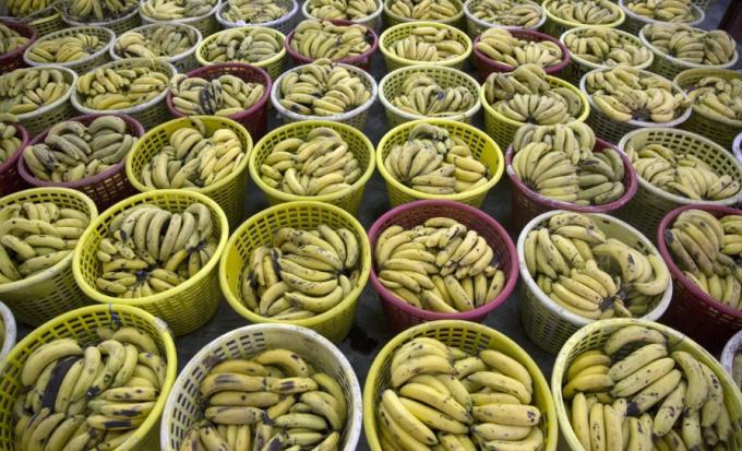 Chuối tiêu bày bán ở chợ Thái Lan. Ảnh: Bloomberg