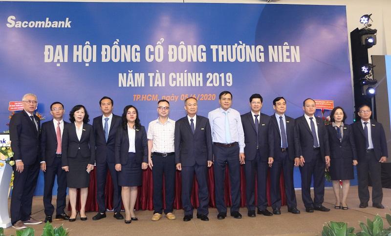 Đại diện Lãnh đạo HĐQT, Ban kiểm soát và Ban điều hành Sacombank cùng với đại diện Lãnh đạo NHNN và VAMC.