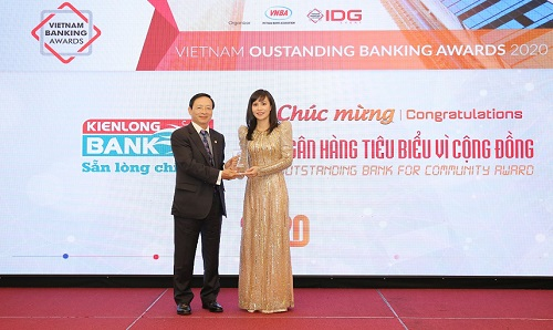 """Bà Trần Tuấn  Anh – Thành viên HĐQT, Tổng giám đốc Kienlongbank nhận giải thưởng """"Ngân hàng tiêu biểu vì cộng đồng"""""""