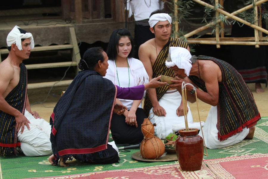 Tái hiện Lễ bắt chồng của các cô gái dân tộc Churu