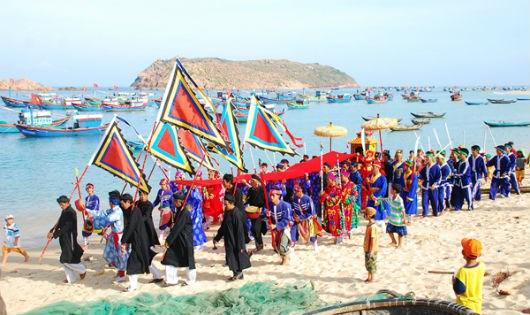 Linh thiêng lễ hội mùng 5 Tết làng chài đất cố đô