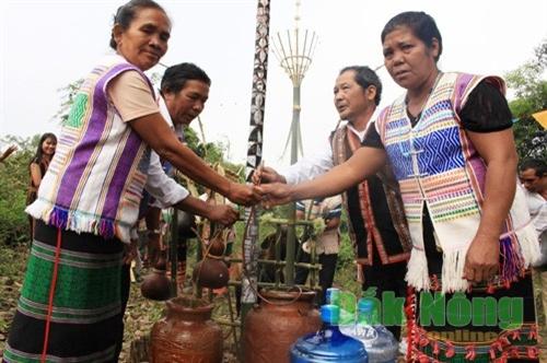 Đồng bào Mạ ở xã Quảng Khê (Đắk Glong) tổ chức Lễ cúng bến nước để cảm tạ thần linh/Báo Đắk Nông