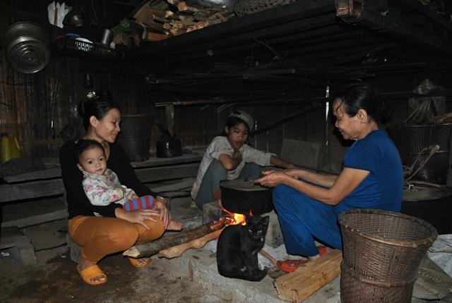 Bếp lửa trong một gia đình người Xơ Đăng ở thôn 3, xã Trà Dơn,huyện Nam Trà My, Quảng Nam.