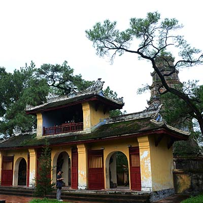 Chùa Thiên Mụ hay còn gọi là Linh Mụ (Đây là ngôi chùa đầu tiên được xây dựng vào năm 1601 khi Nhà Nguyễn mở rộng bờ cõi về phía Nam ở xứ Đàng Trong). Ảnh: Nguyễn Đình.