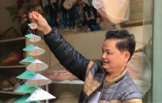 Anh Lê Văn Tuy - nghệ nhân nón làng Chuông