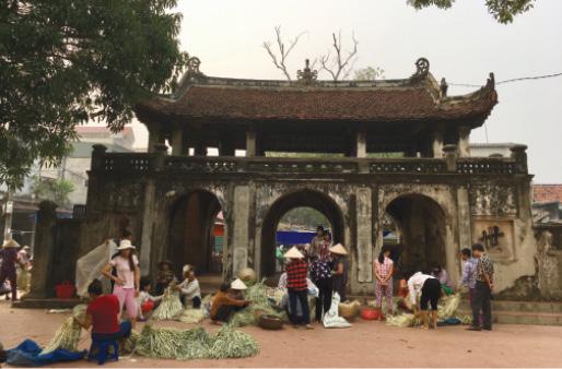 Họp chợ làng Chuông