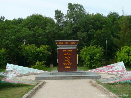 Cột mốc Tọa độ Quốc gia Mũi Cà Mau.
