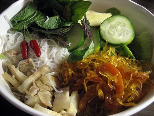 Người miền Tây ăn mắm Thái kèm bún và thịt luộc. Nguồn: dulichnganha.vn