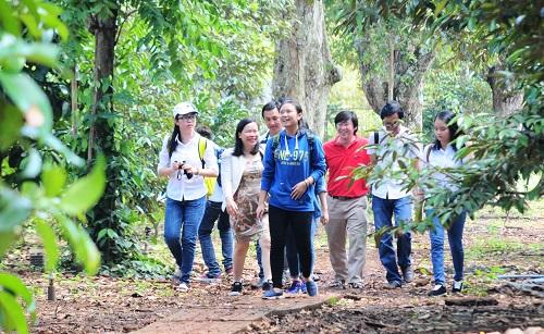 Tham quan vườn cây ở TX Long Khánh (Nguồn: longkhanh.dongnai.gov.vn)