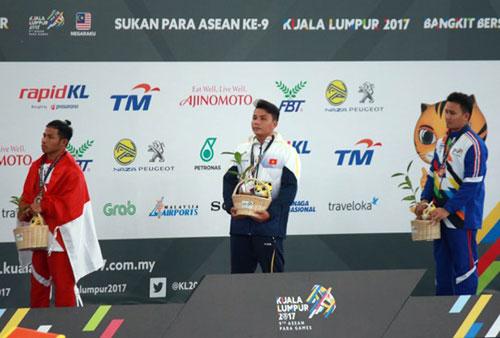 Kình ngư khuyết tật Võ Huỳnh Anh Khoa HCV 100m nam. Ảnh- N.Trung