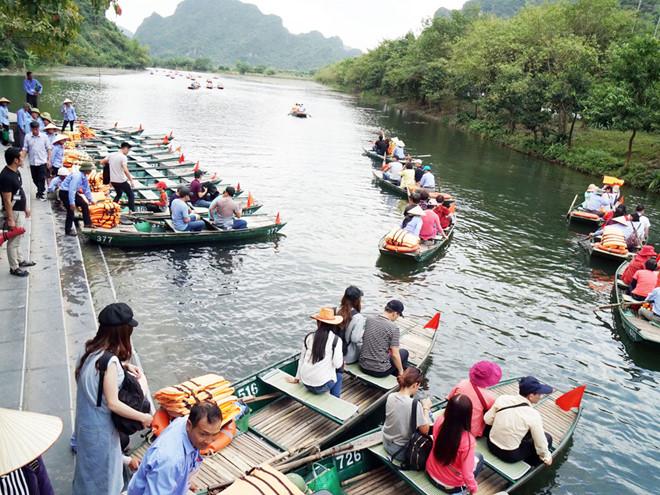 Du khách tới Tràng An quá đông có thể ảnh hưởng đến di sản Ảnh: Ngọc Thắng