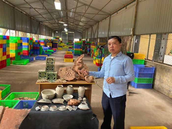 PGS.TS Tống Trung Tín- Chủ tịch Hội Khảo cổ học Việt Nam cho biết, cuộc khai quật thu được nhiều hiện vật quý giá như ngói ống hay mảnh hoa văn đất nung đời Lý