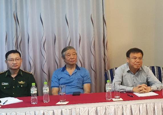 Các đại biểu tham dự đã góp ý cho phương án nhà chống lũ.