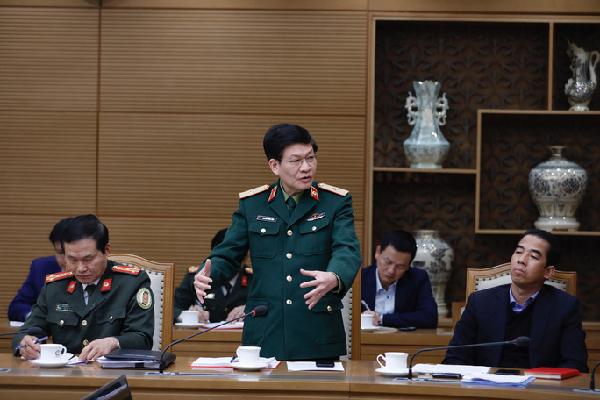 Lãnh đạo Cục Quân y (Bộ Quốc phòng) báo cáo về công tác cách ly - Ảnh VGP.