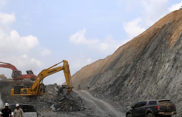 hi công dự án thành phần cao tốc Cam Lộ - La Sơn thuộc dự án đường cao tốc Bắc - Nam phía Đông giai đoạn 2017-2020 - Ảnh: UÔNG VIỆT DŨNG