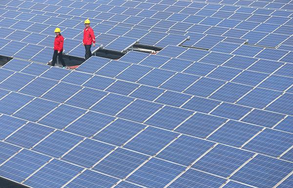 Một nhà máy năng lượng Mặt trời ở Trung Quốc. Ảnh: WSJ.