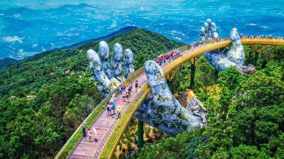 Cầu Vàng thuộc khu du lịch Sun World Ba Na Hills.