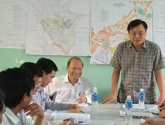 Thứ trưởng Bộ Nông nghiệp - PTNT Nguyễn Hoàng Hiệp làm việc với lãnh đạo tỉnh Bình Thuận về xây dựng các công trình thủy lợi ở tỉnh này.