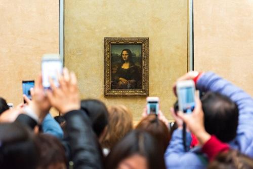 Đây là bảo tàng trưng bày tác phẩm Mona Lisa nổi tiếng.