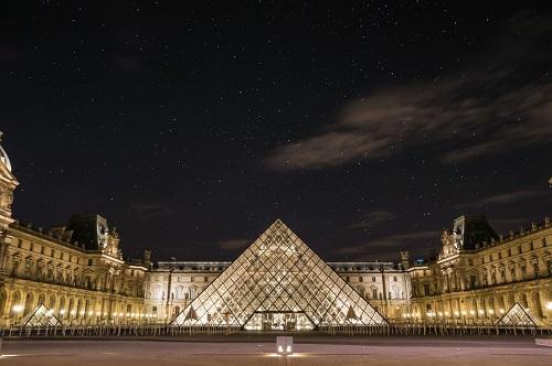 Bảo tàng Louvre là bảo tàng được ghé thăm nhiều nhất trên thế giới.