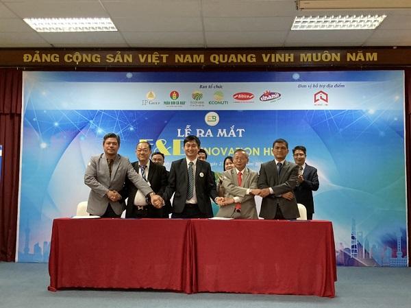 Lễ ký kết giữa các nhà đồng sáng lập.