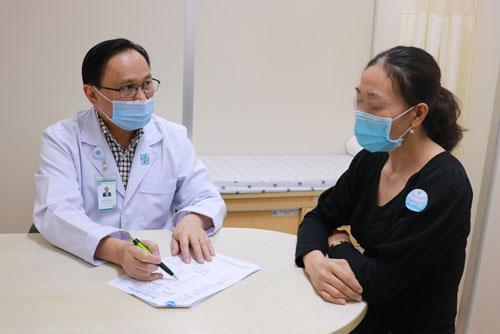 Tư vấn cho một trường hợp bị nhiễm vi khuẩn HP, đang được điều trị tại Bệnh viện Đại học Y Dược TP HCM.